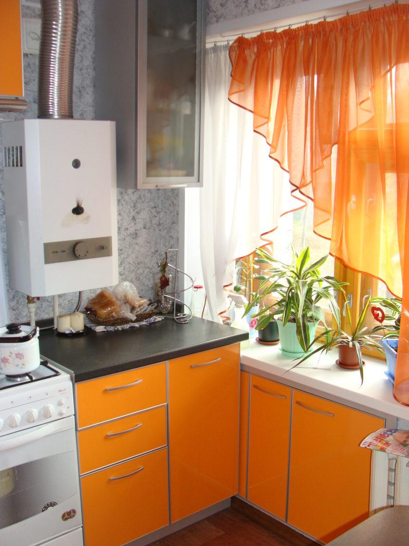 нужно малогоборитные кухни с газовым котлом два вида