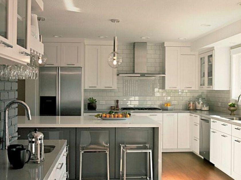 Белая кухня в интерьере фото фартук